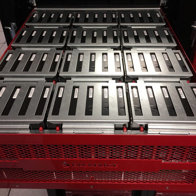 Một Storage Pod trong hệ thống máy chủ của Backblaze.