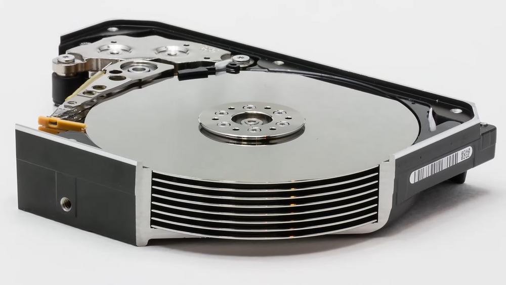 Ổ cứng 12TB Ultrastar He12 mới của WD có đến 8 đĩa từ.