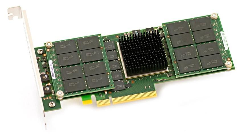 Hiện nay, một số SSD sử dụng giao tiếp PCIe Gen 2 x4 (tốc độ thế hệ thứ 2, với 4 làn truyền dữ liệu), hỗ trợ lên đến 20 Gb/s (mỗi hướng).