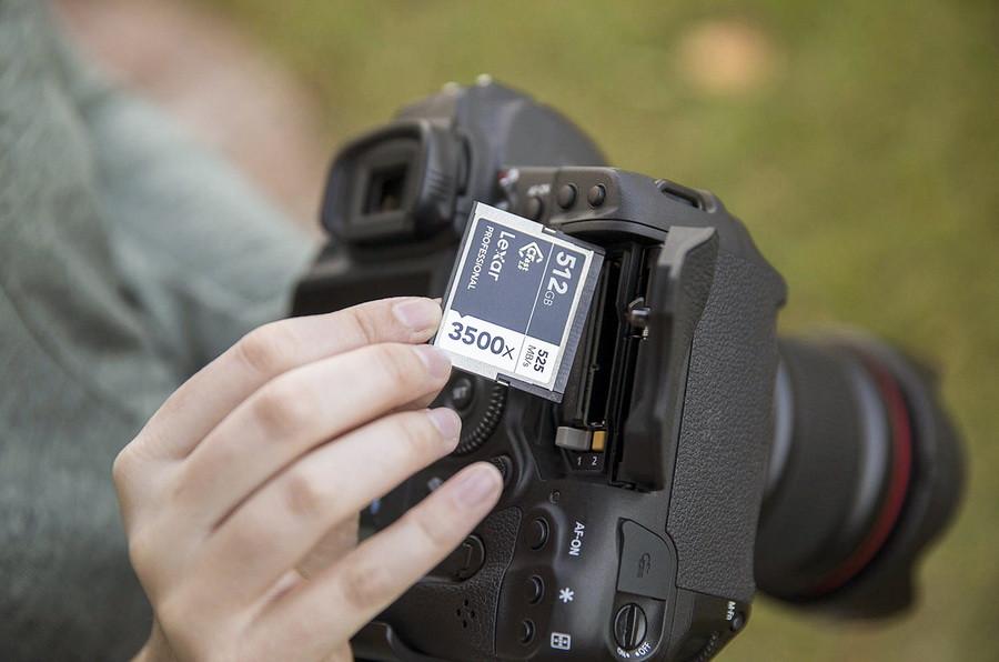 Thẻ CFast 2.0 3500x Professional 512GB cung cấp tốc độ ghi và đọc lần lượt lên đến 445 MB/s, 525 MB/s.