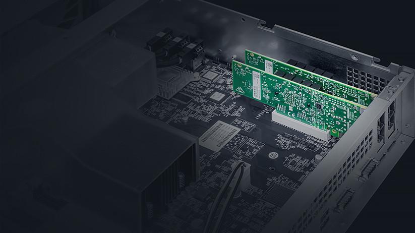 Bên cạnh việc hỗ trợ 12 HDD/SSD chính, RS3618xs còn có khả năng linh động cao khi dễ dàng mở rộng quy mô lên đến 36 ổ đĩa, nhờ kết nối với hai card mở rộng RX1217 hoặc RX1217RP.