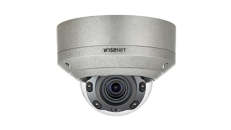 Wisenet XNV-8080RS: Camera dome thép không gỉ IP IR 5MP, ống kính thay đổi tiêu cự.