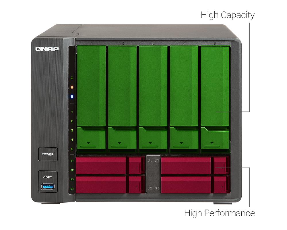 TS-963X mang kích thước của một máy chủ NAS 5 khay đĩa nhưng có sức chứa 5 khay HDD 3.5 inch và 4 khay SSD 2.5 inch, cung cấp hiệu năng cao, dung lượng lớn.
