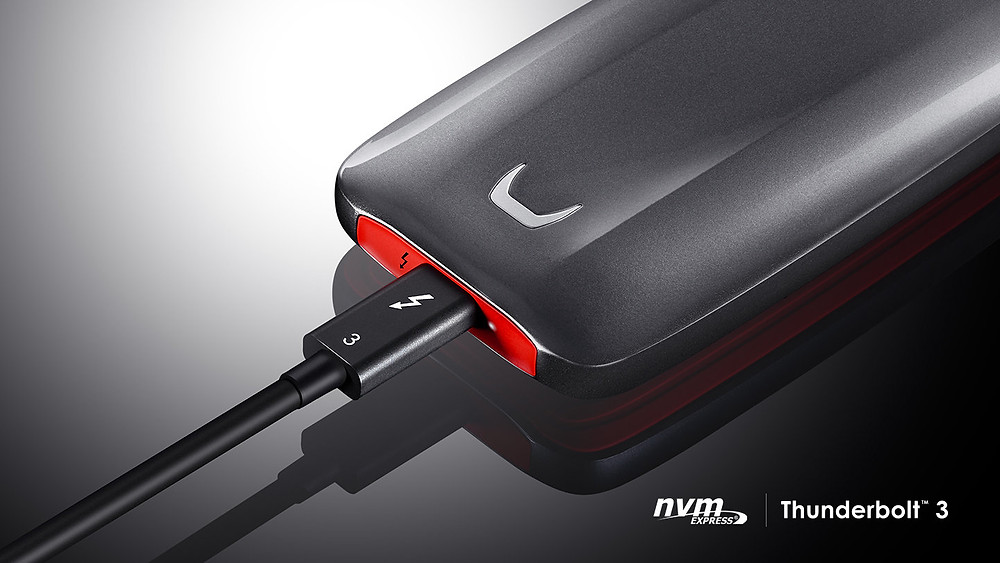 Qua kết nối Thunderbolt 3 băng thông 40 Gb/s, SSD X5 có tốc độ đọc lên đến 2.800 MB/s và tốc độ ghi 2.300 MB/s (2.100 MB/s cho model 500GB).