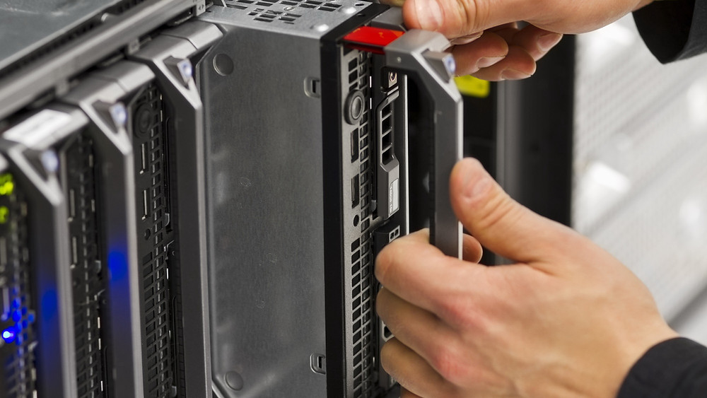 Thị trường máy chủ trung tâm dữ liệu tăng trưởng chậm trong Q2 2015.