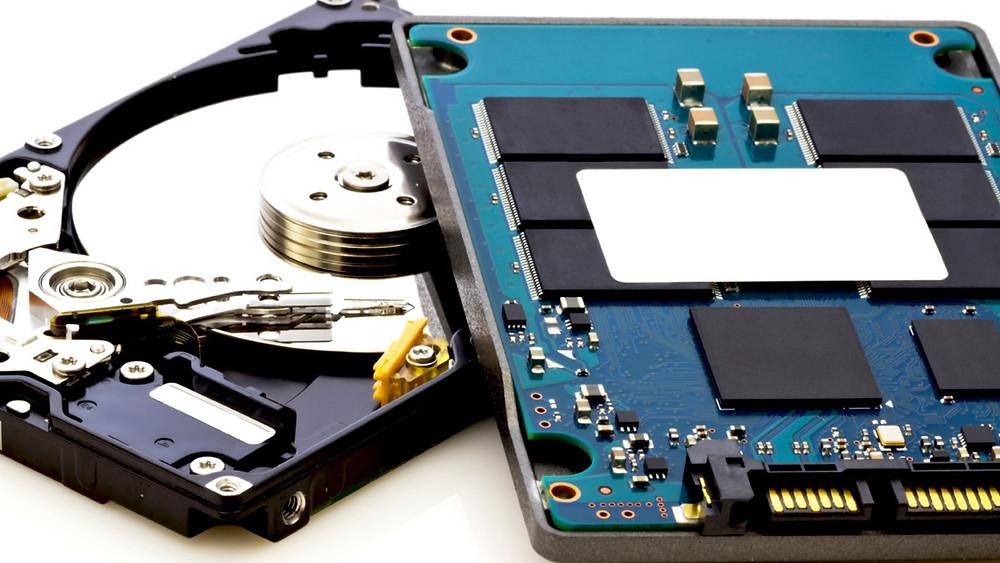 Tôi nên mua HDD hay SSD?