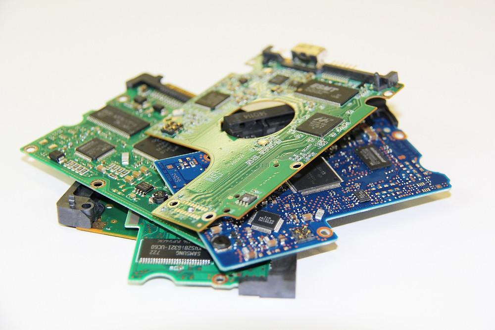 Nhiều năm trước, người ta có thể hoán đổi bo mạch của ổ cứng để mong sửa chữa được nó, nhưng giờ đây mỗi bo mạch được thiết kế riêng biệt cho một ổ cứng.