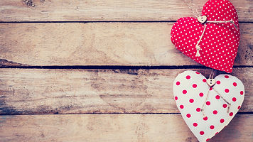 Two-love-hearts-wood-board-romantic_5120
