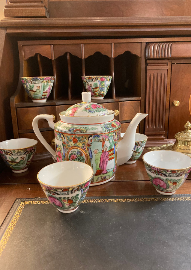 Rose medallion tea set, teapot & six cups