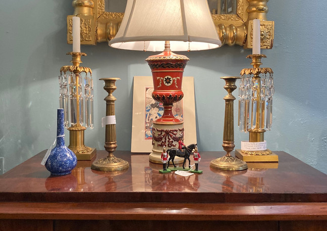 The Queen & two guards/ Japanese vase c.1890/ Charles X candlesticks, pair c.1825, finely cast/ Biedermeier commode, 3 drawer c.1835