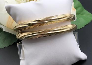Matching pair of 14k bangle bracelets