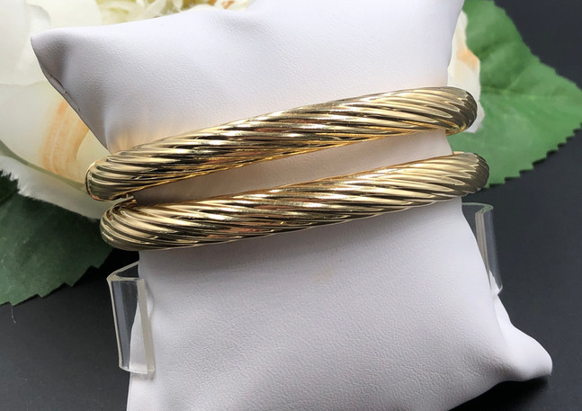 Matching pair of 14k bangle bracelets
