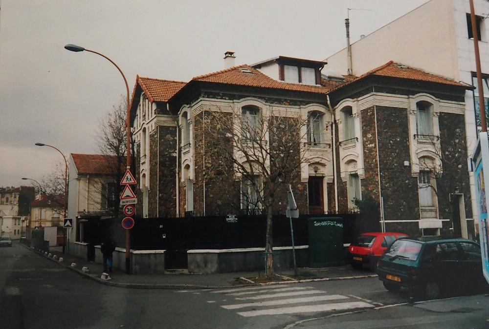 Cette ancienne maison de retraite de 450m² en pierres meulières est en cours d'étude pour être transformée en maison individuelle...