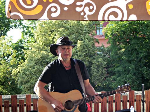 Léto 2020 v Café živel a koncert Petra Bati