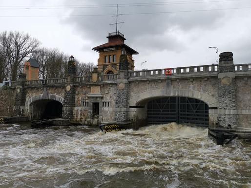Unikátní kamenný most přes plavební komoru v Hoříně se poprvé zdvihl pomocí počítače