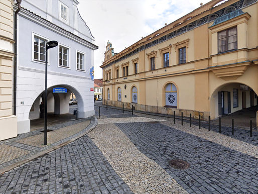 V historickém centru Mělníka se bude jezdit jinak. Na náměstí přibude osm parkovacích míst
