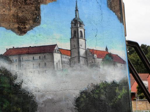Betonová zarážka na břehu Labe se stala uměleckým dílem