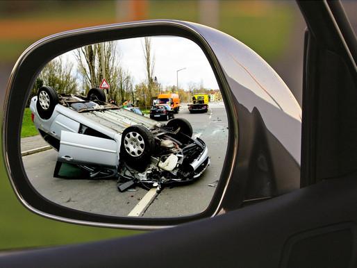 Prokličkovali nehodou a ani se nesnažili zraněným pomoci