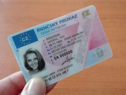Platnost řidičských a profesních průkazů je prodloužena o 10 měsíců