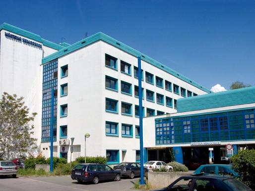 Nemocnice Neratovice vyhlásila stav hromadného postižení osob