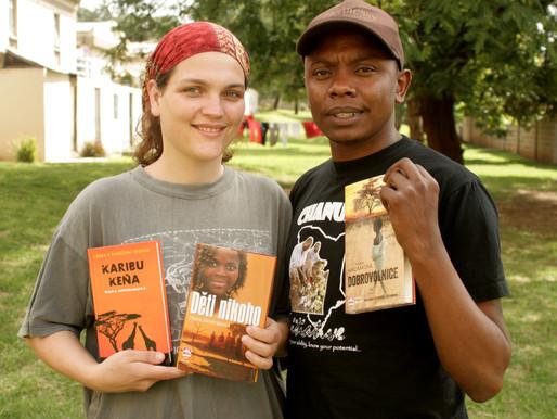 Román Dobrovolnice od Hany Hindrákové aneb proč nepomáhat Africe