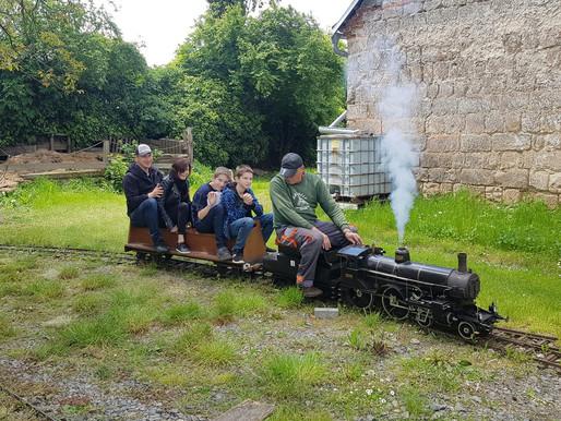 Tip na sobotní výlet nejen pro milovníky parních i motorových lokomotiv aneb jízda vláčkem