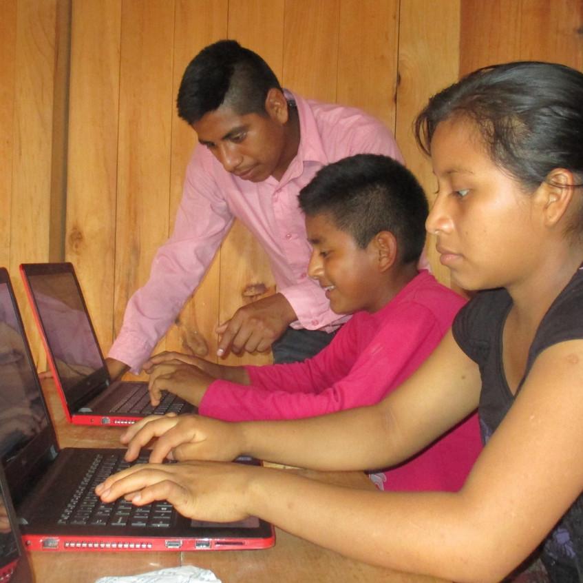 Computer class at Maya Jaguar
