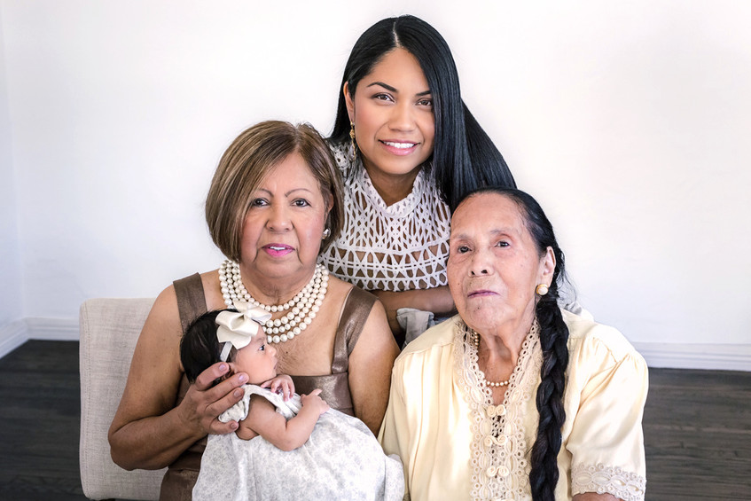 newborn-family-portraits