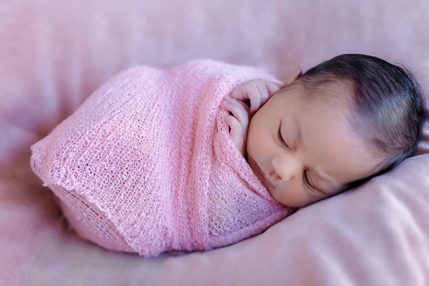 newborn-baby-girl-photo-session