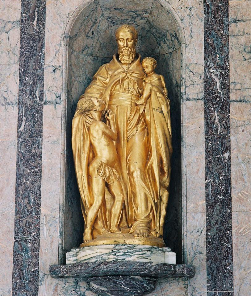 gold statue in Africa Museum