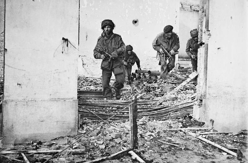 British paratroopers fighting in Oosterbeek