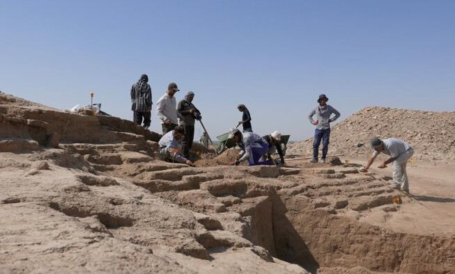 Archaeologists at work in Iraq