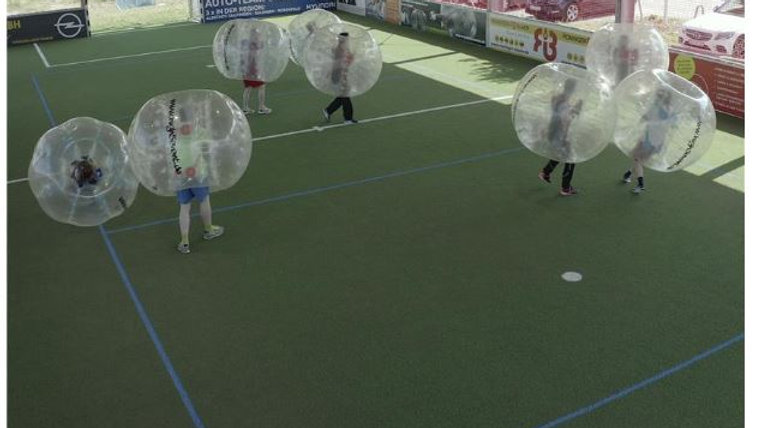 Bubble Soccer in der Halle