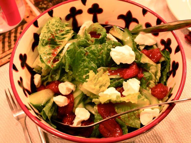 בלנד ירוקים עם תותים וגבינת עיזים