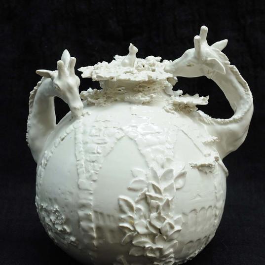 Giraffe urn
