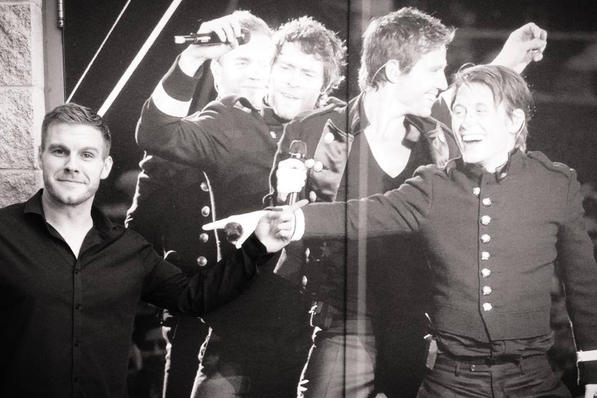 Mark Owen finally found someone who appeared smaller than him...