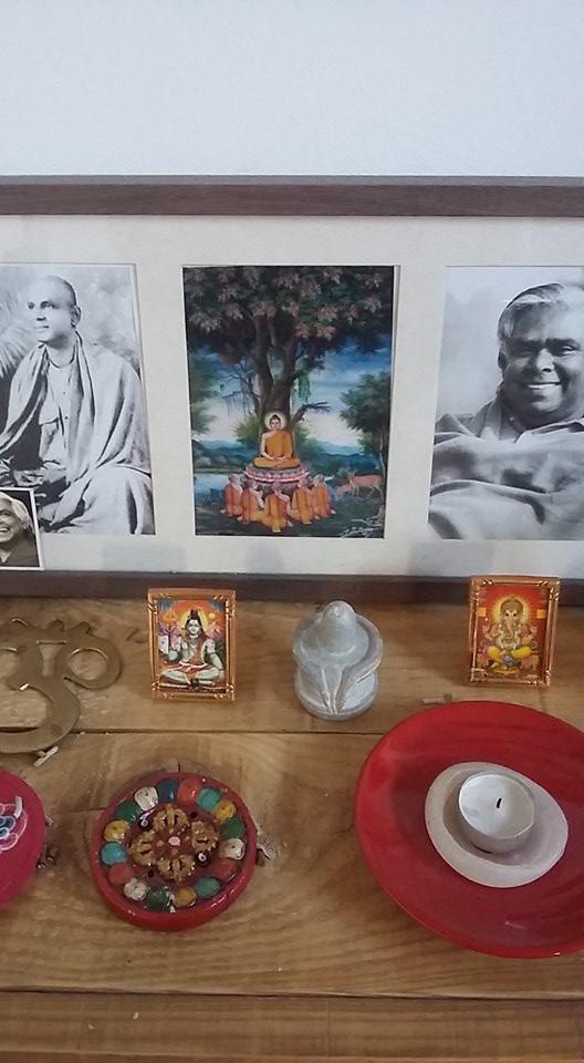 Swami Sivananda Vishnudevananda altar yoga meditation