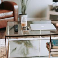 03 lý do để bạn trang trí phòng khách bằng chiếc bàn trà sofa