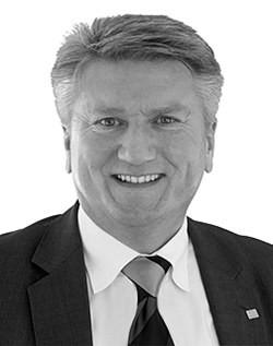 Генеральный менеджер J. Morita Europe Юрген-Рихард Флер