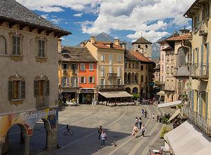 Piazza Mercato - Cuore del Borgo della C