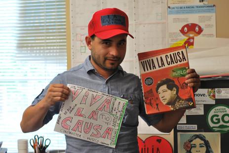 """""""Soy Julio de Carolina del Norte y como activista y organizador comunitario enfocado en derechos humanos y laborales y justicia social yo resisto porque todo ser humano debe de vivir libre de miedos y amenazas. el trabajador inmigrante es importante en todos los países."""