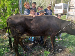 Family w/ 6 kids & Dad Protecting Borders - Areguni Villag 6-9-19