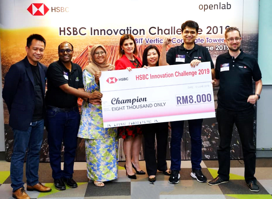 MDEC Growth Ecosystem Development VP Norhizam Abdul Kadir (first left); HSBC Malaysia Retail Banking and Wealth Management country head Tara Latini (fourth left); and MDEC COO Ng Wan Peng (fifth left) with members of the winning team RICHA