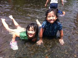 江津湖で水遊び