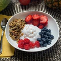 Yogurt w/ Berries & Granola
