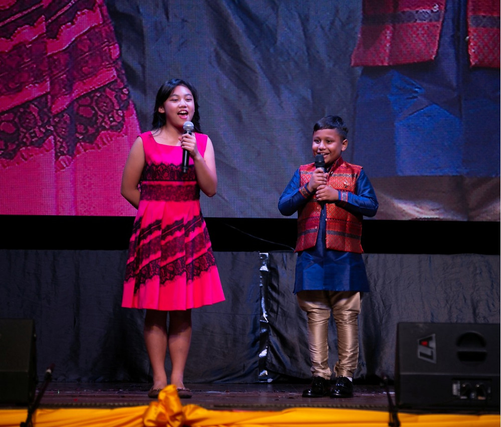 Indian students and Chinese-Filipino students performed Chinese cross talks