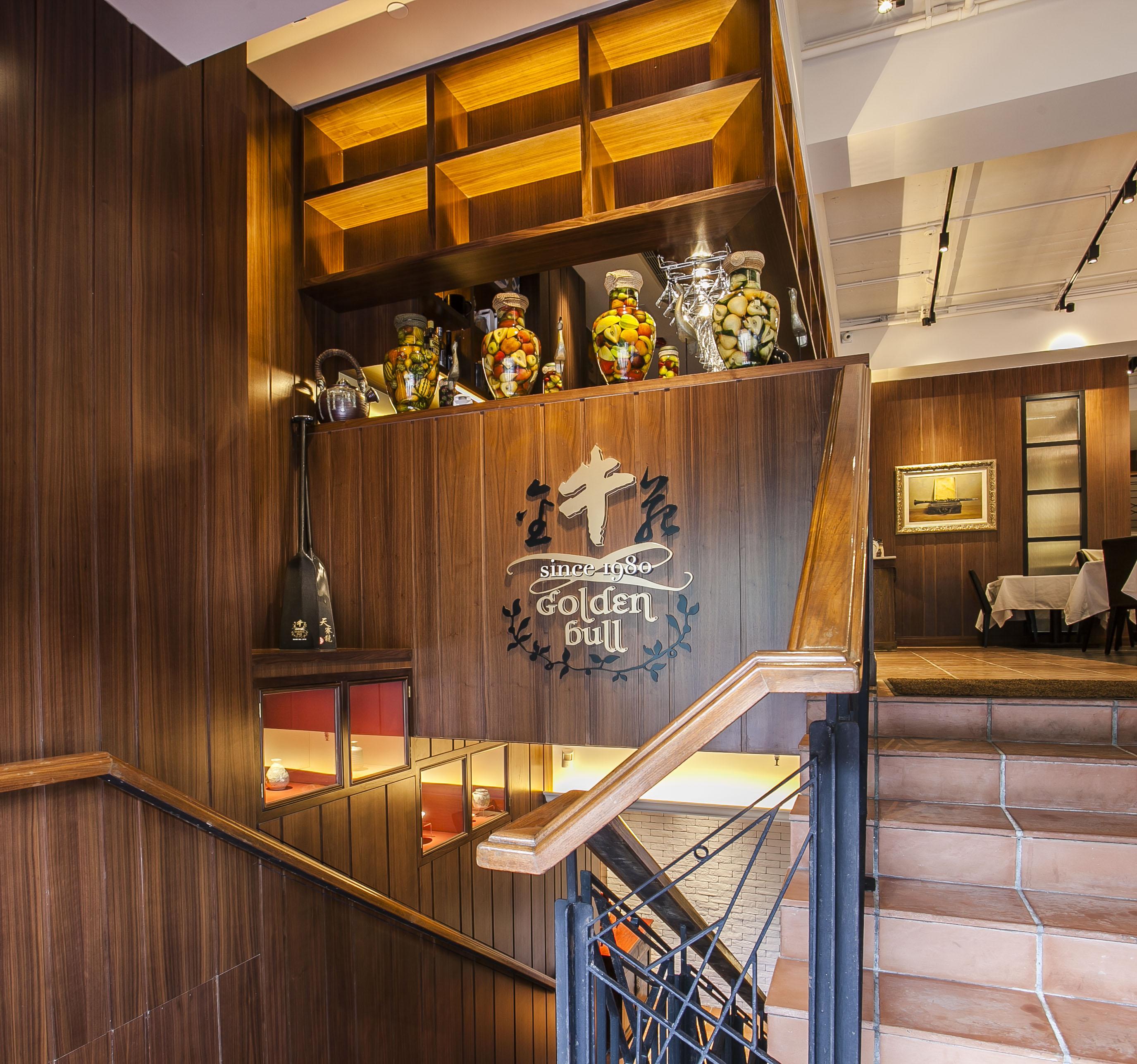 接待處 : 連接中下層的階梯