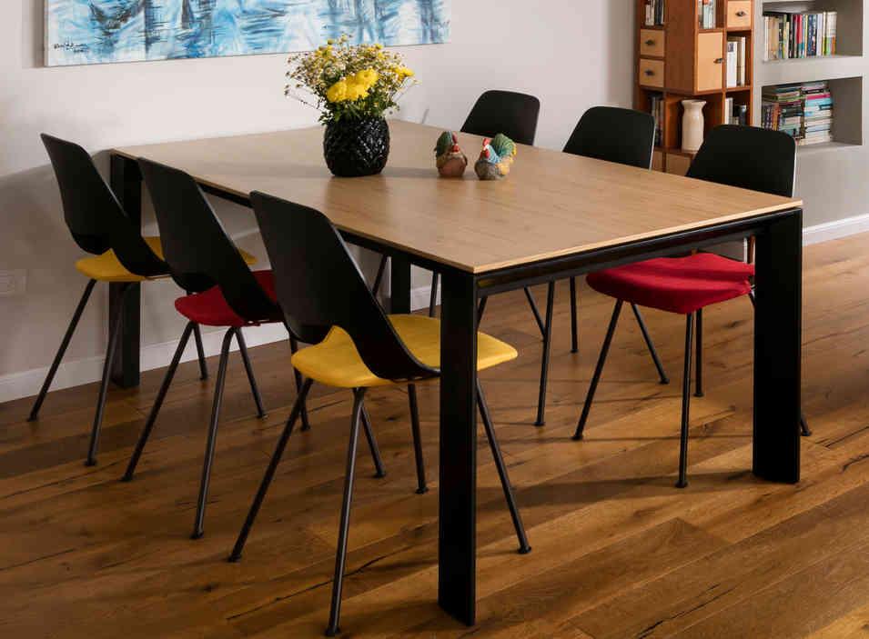 שולחן - קליגריס / כיסאות - חותם עיצוב חובק עולם