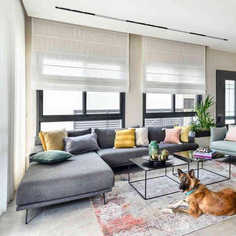 """ספה, צמד שולחנות וכורסאות - """"אסף רהיטי איכות"""", שטיח - """"בית השטיחים והפרקט"""", כריות - ליאון בן ארוש NO LAND"""