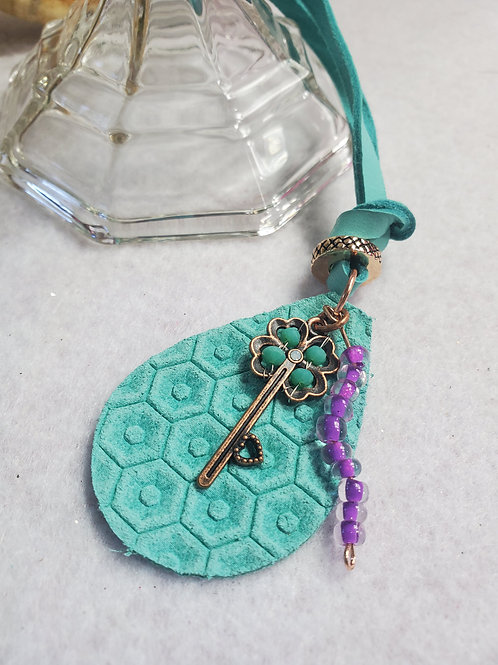 Turqoise leather teardrop necklace